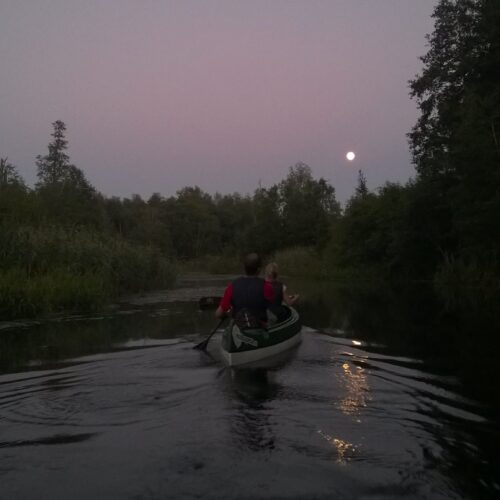 kanuumatk öösel - Matkapesa